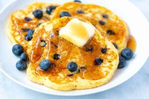Easy Berry Pancakes